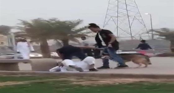 """أسباب توقف مصورة مقطع """"مروعي المارة بالكلاب"""" في ممشى المدينة المنورة"""