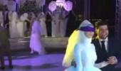 بالفيديو.. رد فعل صادم لعروس ارتدت صديقاتها فستان زفاف في فرحها