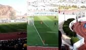 بالفيديو.. حقيقة نزول فتاة إلى أرض ملعب بالمدينة وهروبها بطريقة بهلوانية