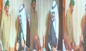 بالفيديو.. الملك فهد يمازح مريض في لحظة عفوية