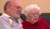 بالصور.. زوجة تتلقى هدية عيد الحب ذاتها منذ 39 عاما