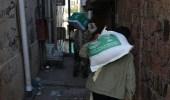 """بالصور.. """" الملك سلمان للإغاثة """" يوزع 2500 سلة غذائية في تعز اليمنية"""