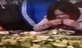 بالفيديو.. مسابقة بين موظفين على أكل الليمون