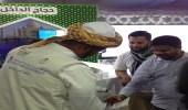 وزارة الحج والعمرة تستقبل زوار الجنادرية بماء زمزم