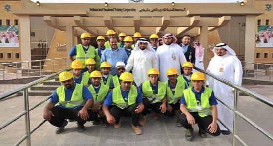 بالصور.. 20 متطوعًا مهنيًا يقدموا صيانة مجانية لمرافق الجنادرية
