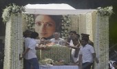 بالصور.. جمهور الممثلة سريديفي يشيع جثمانها بحضور نجوم الهند