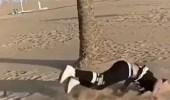 بالفيديو.. سقوط مروع لشاب حاول استعراض مهارته بالقفز