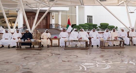 بالفيديو والصور.. حاكم دبي وولي عهد أبو ظبي يستقبلان سلطان بن سحيم