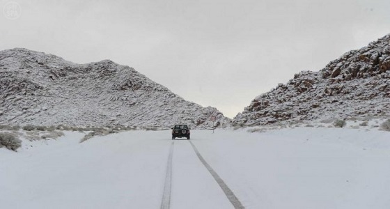 بالصورة.. منظر ساحر للثلوج بحزم الجلاميد شمال المملكة