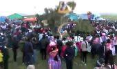 بالفيديو.. جذع شجرة يسحق رجل في كرنفال هندي