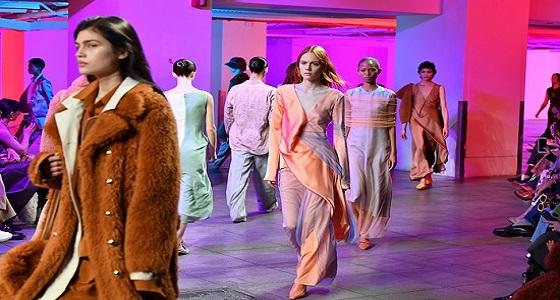 موضة التسعينات تعود بقوة في أسبوع الموضة بنيويورك