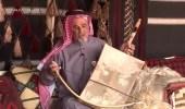 بالفيديو.. كفيف يجذب أنظار زائري الجنادرية 32 بعزفه الرائع