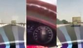 بالفيديو.. سائق باص طالبات يسير بسرعة عالية في طريق منعطفات خطرة بالقنفذة