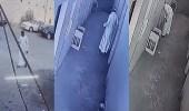 بالفيديو.. كاميرا مراقبة توثق سرقة لص سكن عمالة في القنفذة