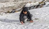 بالصور.. الثلوج تغطي جبال وطرقات محافظة القرى بالباحة