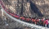 بالصور.. أطول جسر في العالم يمتلئ بالزوار