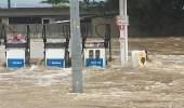 بالصور.. الفيضانات تقطع الكهرباء وتعزل بلدات في أستراليا