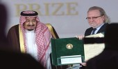 بالصور.. خادم الحرمين يكرّم نخبة جديدة من العلماء الفائزين بجائزة الملك فيصل