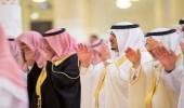 نائب أمير الرياض يؤدي صلاة الميت على والدة الأمير ناصر بن فهد الفيصل الفرحان