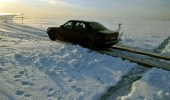 طريق جليدي يكسر كل قواعد المرور بالعالم