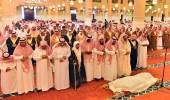 أمير الرياض يؤدي صلاة الميت على والدة الأمير سعود بن سلمان