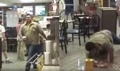 بالفيديو.. سقوط مروع لشاب داخل مطعم للوجبات السريعة