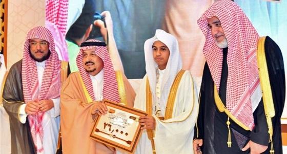 بالصور.. أمير الرياض يكرم الفائزين بجائزة الملك سلمان لحفظ القرآن الكريم