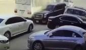 القبض على قائد مركبة اصطدم بحافلة مدرسية لسيره عكس الطريق