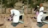 بالفيديو.. شخص يعذب قطة حتى الموت