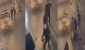 بالفيديو.. رجل أمن وشبان يحاولون السيطرة على شخص بحالة غير طبيعية بتبوك