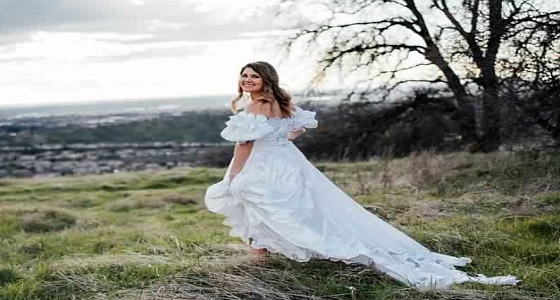 بالصور.. عروس ترتدي فستان زفاف والدتها لتسعد والدها