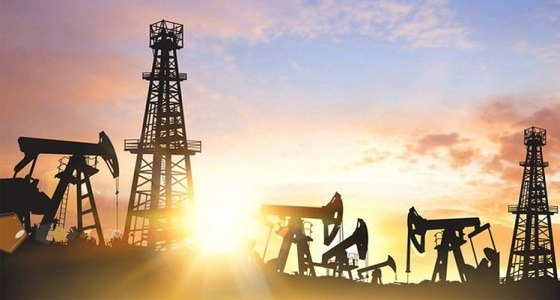 النفط يتراجع وسط مخاوف من زيادة الانتاج الأمريكي