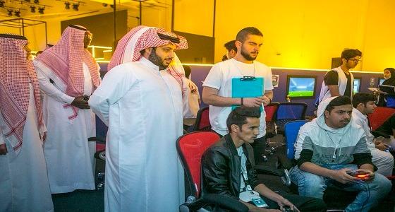 """"""" آل الشيخ """" يزور مقر بطولة كأس هيئة الرياضة """" للجيمرز """""""