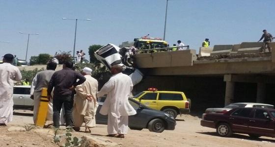 مصرع وإصابة 10 أشخاص في حادثين منفصلين