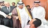 بالصور.. نائب أمير الرياض يتفقد المصابين والمواقع المتضررة من شظايا الصاروخ