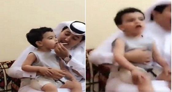 """والد الطفل الذي تم إجباره على التدخين يبرئ """" المتهم """""""