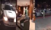 بالفيديو.. رد فعل صادم لشاب مريض سرقت زوجته هاتفه خلال علاجه بالمستشفى