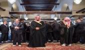 أحمد منصور يتعرض للسخرية بعد تعليقه على صورة ولي العهد