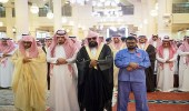أمير الرياض ونائبه يؤديان صلاة الميت على الأمير محمد بن عبدالعزيز بن عياف