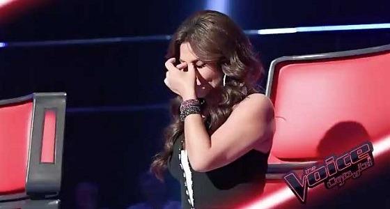بالفيديو..إليسا تدخل في نوبة بكاء على الهواء