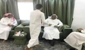 بالصور.. قائد مدرسة متوسطة يزور الطلاب في منازلهم برجال ألمع