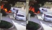 بالفيديو.. شاب يخاطر بنفسه لينقذ سيارة من الاحتراق بالخرج