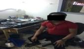 ضبط وافد امتهن إصلاح الجوالات بشقته داخل مجمع تجاري جنوب الرياض