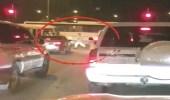شاب سعودي يفحط عند إشارة مرورية بالكويت ويصدم سيارة فتاة