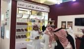 أمير القصيم يزور جناح مكتبة الملك عبد العزيز في معرض الكتاب
