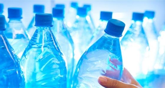 العثور على جسيمات بلاستيكية في زجاجات المياه المعدنية