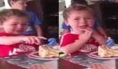 فيديو طريف لطفل صغير يبكي في عيد ميلاده بسبب عمره