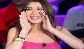 بالصور.. نانسي عجرم تقلد مذيعة لبنانية