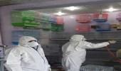 بالصور.. بلدية بيشة تتلف الطيور المصابة بالإنفلونزا بأحد محلات بيع الطيور