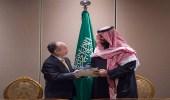 """"""" النفط السعودي الجديد """" يبهج المواطنين.. مغردون: واثق الخطوة يمشي ملكا"""